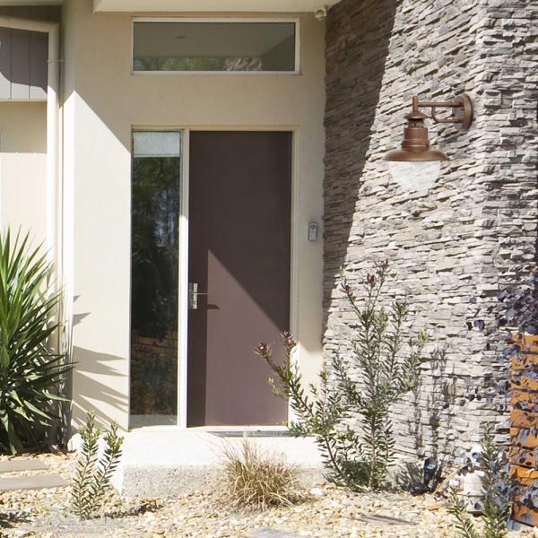 Aplique de pared estilo r stico en marr n con bombilla eco de 42w - Aplique pared rustico ...