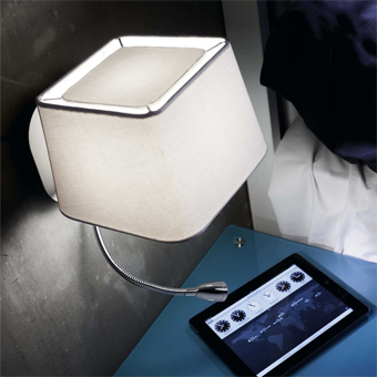 Aplique Cool con pantalla en blanca y bombilla Eco de 28W y LED 1W